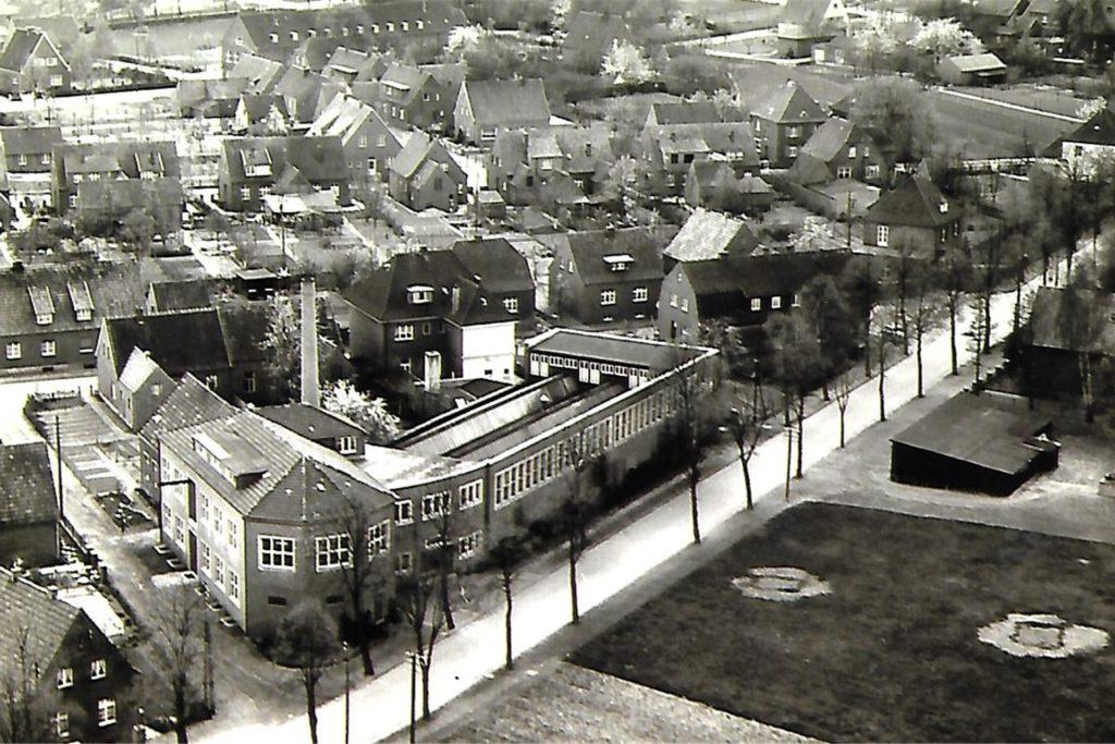 Ein Bild aus dem Firmenarchiv: Näherei und Weberei Fritz Nieheus 1959/59.