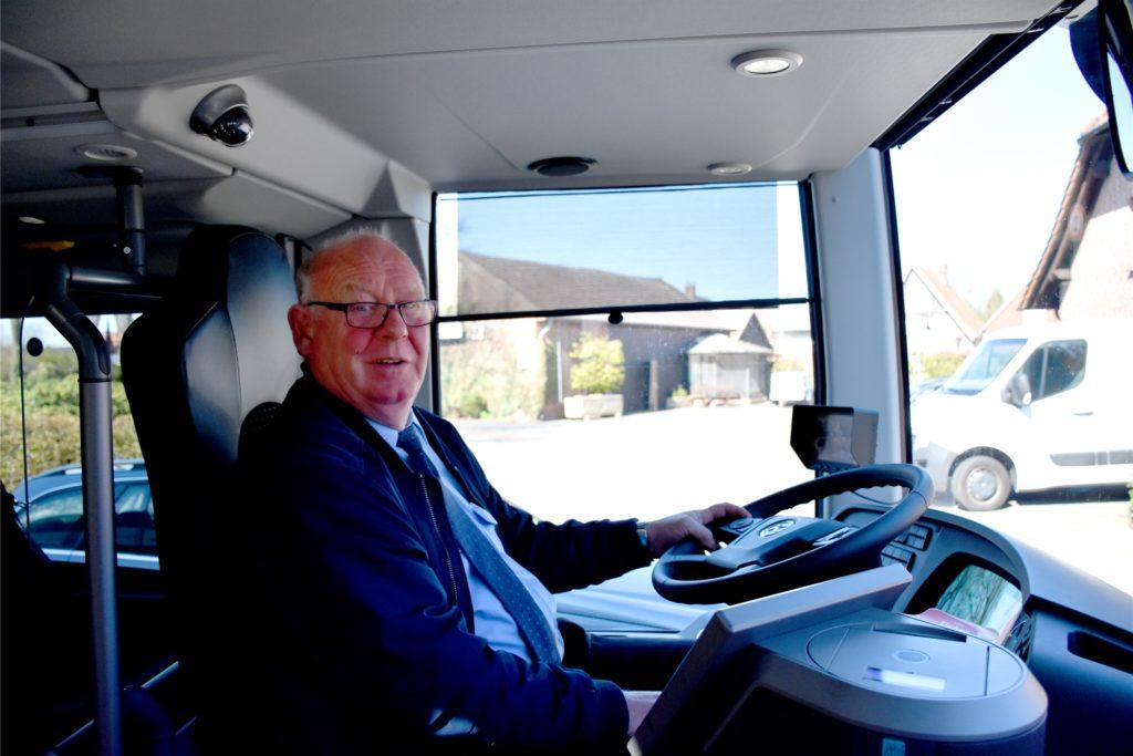 Manfred Schlichte, 61, aus Südlohn ist mit Leib und Seele Busfahrer. Sorgen wegen einer Ansteckung mit dem Coronavirus macht er sich nicht.
