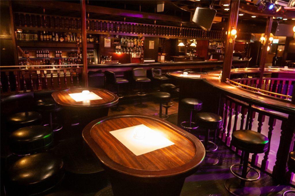 """Leere Tische, leere Tanzfläche. So sieht es aktuell in der Diskothek """"Big Ben"""" in Ottenstein aus. Wann die Disko wieder öffnen darf ist ungewiss."""
