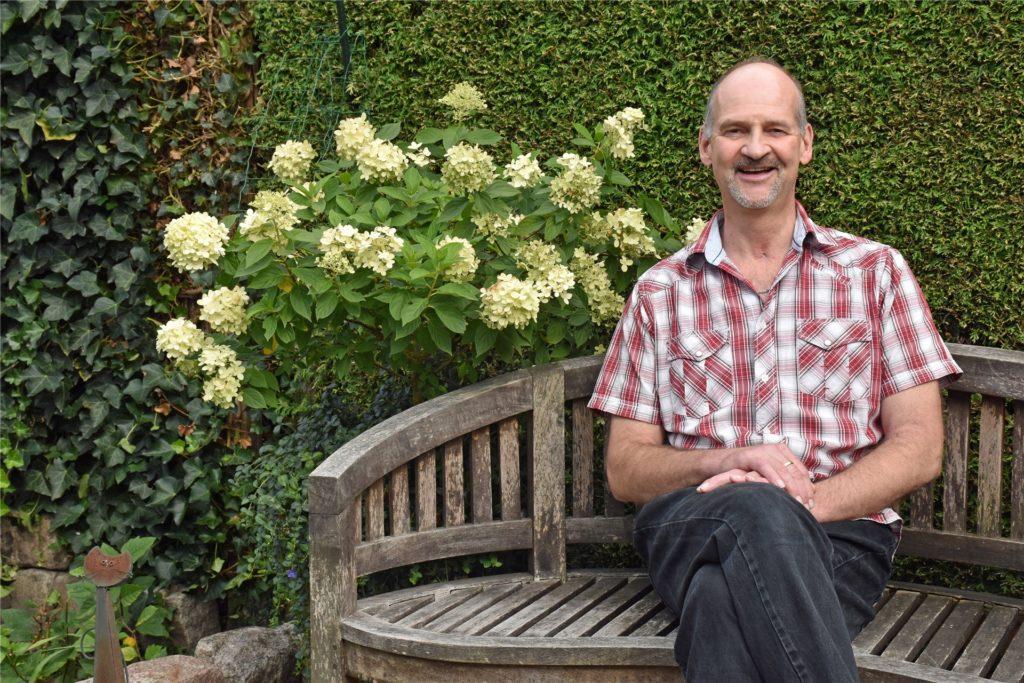Stephan Floris ein halbes Jahr, nachdem bei ihm Covid19 diagnostiziert wurde, in seinem Garten. Der Alstätter, der vier Wochen im künstlichen Koma lag und fast gestorben wäre, warnt eindringlich davor, den Coronavirus zu unterschätzen: