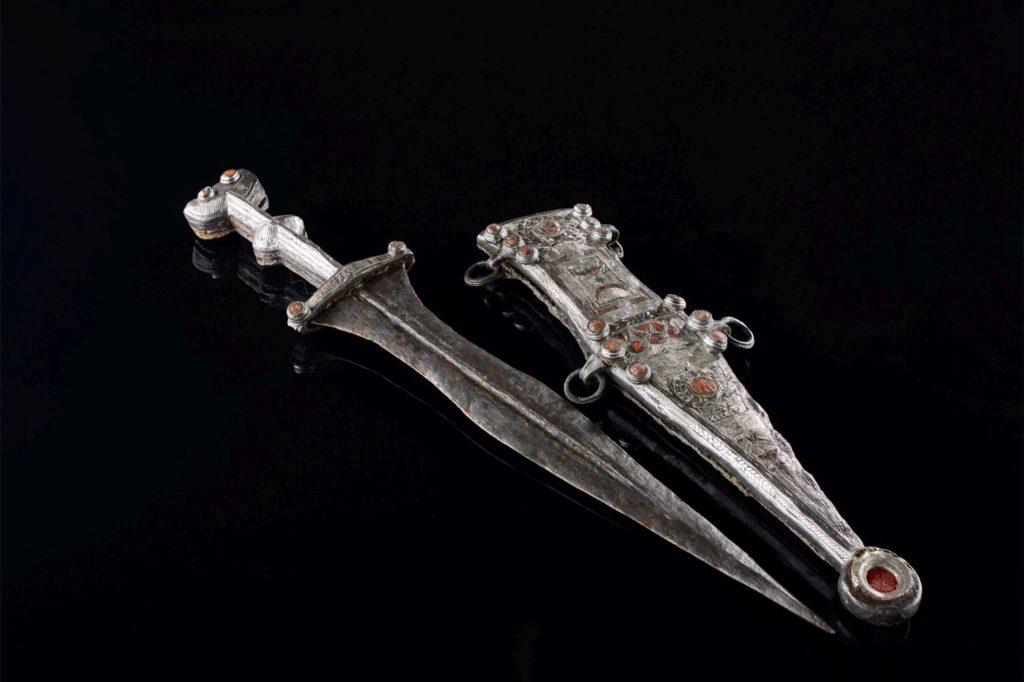 Der in Haltern entdeckte Römerdolch mit Gürtel wird erstmals in der Seestadt ausgestellt.
