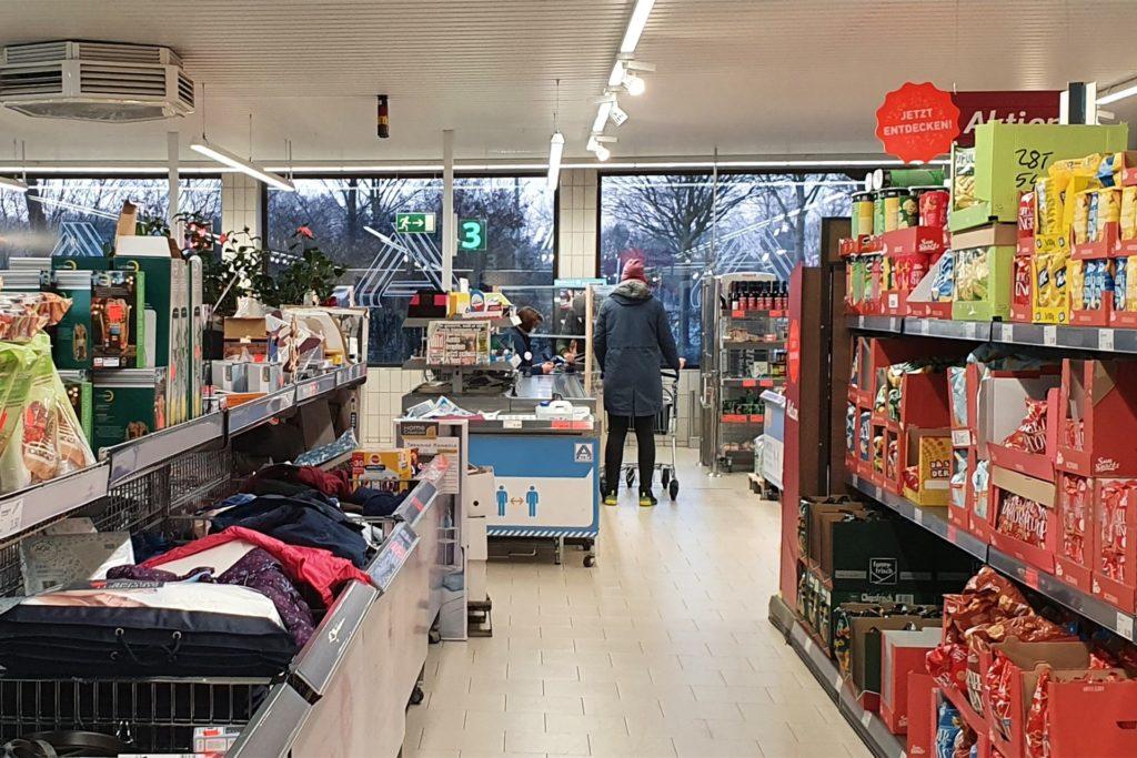 In beiden Ahauer Aldi-Filialen waren am Samstagmorgen nur sehr wenige Kunden unterwegs.