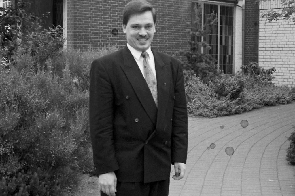 Im November 1992 wurde Diethelm Krema als Nachfolger von Erwin Schlief in das Amt des Pfarrers für den zweiten Pfarrbezirk der Evangelischen Kirchengemeinde Gahlen eingeführt.