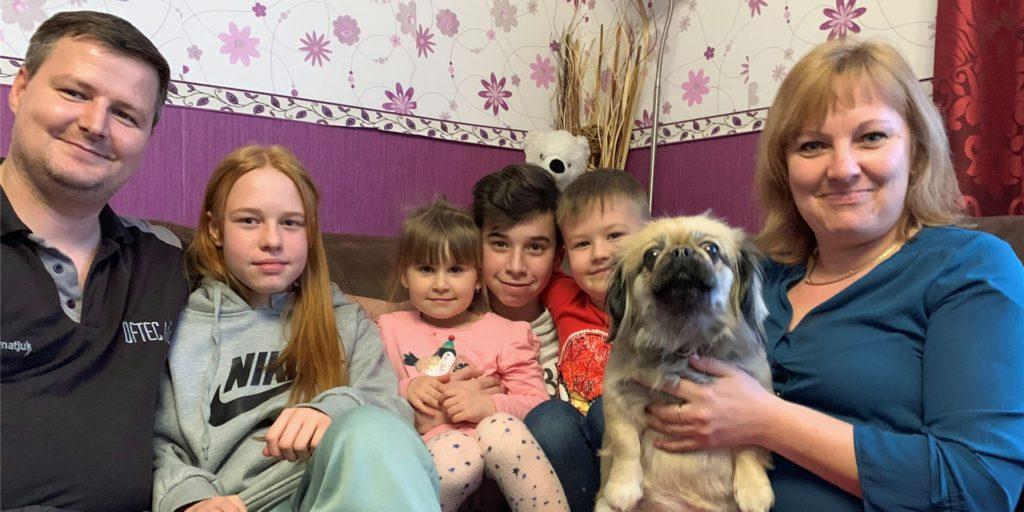 Familie Ignatjuk mit Vater Daniel und Mutter Oxana sowie den Kindern Olivia (10), Diana (4), Oliver (13) und Jason (4) sowie Pekinesen-Hündin Mia suchen seit fünf Jahren vergeblich ein Grundstück mit Haus oder nur ein Grundstück in Dorsten zum Bauen.