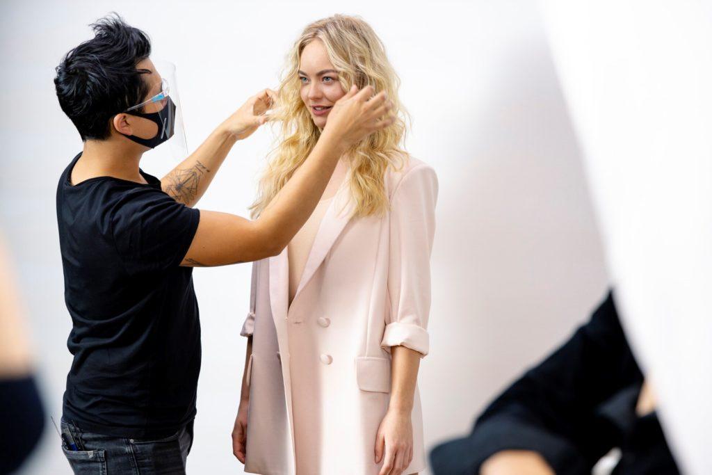 """Elisa kurz vorm Fotoshooting, bei dem Heidi Klum ihr """"Eigentalent"""" vor der Kamera lobt."""