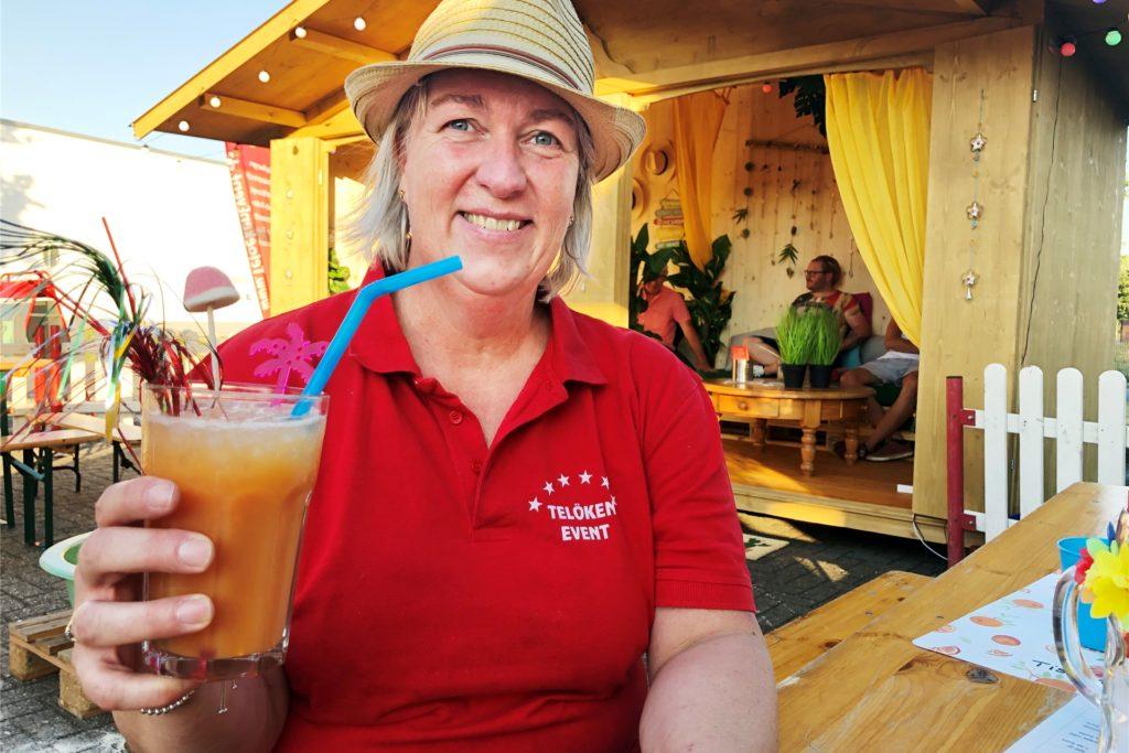 Elke Telöken freut sich, dass ihre Cocktail-Taxi-Idee so gut eingeschlagen ist.
