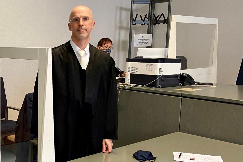 Rechtsanwalt Marco Ostmeyer kündigte gegen das Urteil Revision an.