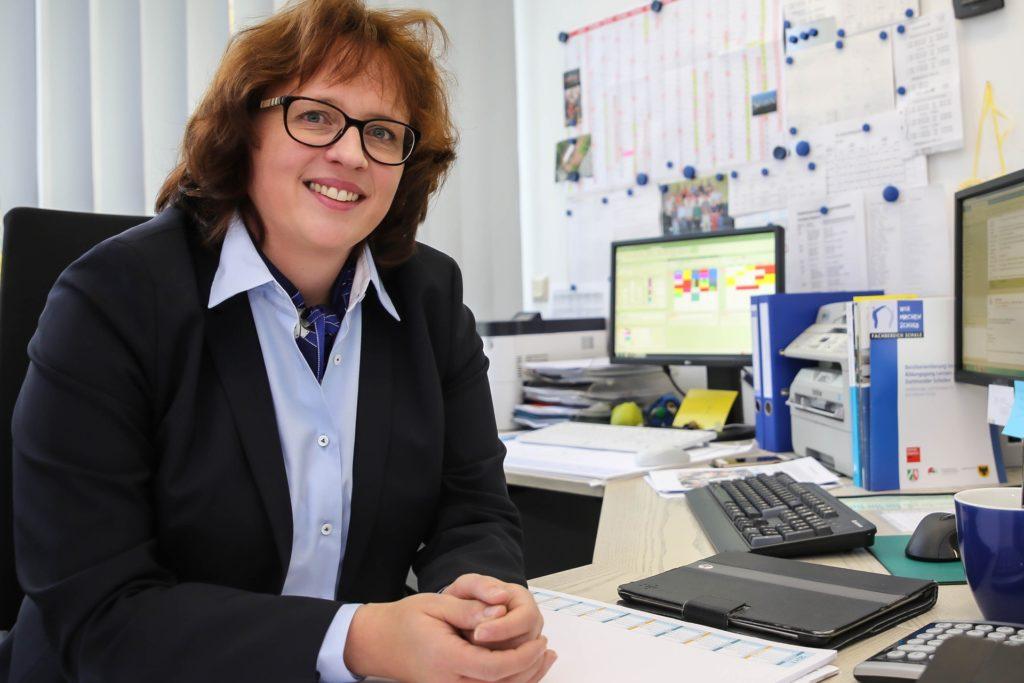 Simone Linnewerth leitet die Wilhelm-Busch-Realschule.