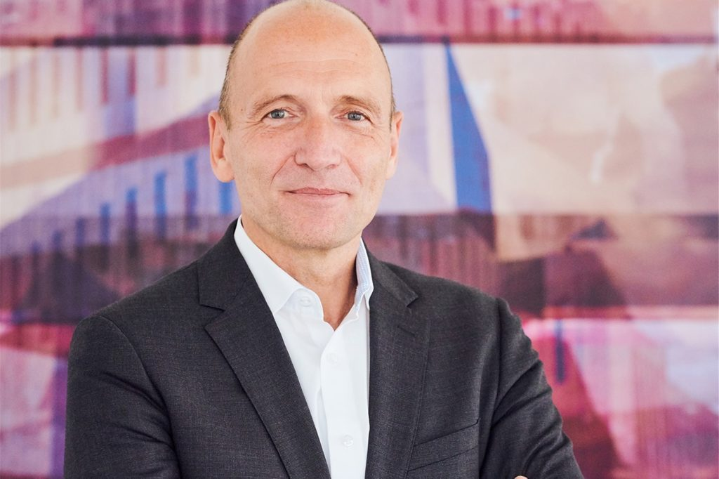 Prof. Dr. Volker Gruhn ist Aufsichtsratsvorsitzender von Adesso in Dortmund