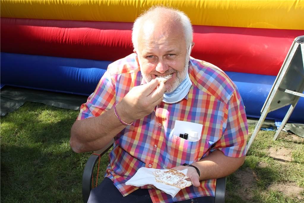 Stadt-Insel-Leiter Dirk Berger gönnte sich ebenfalls eine Waffel.