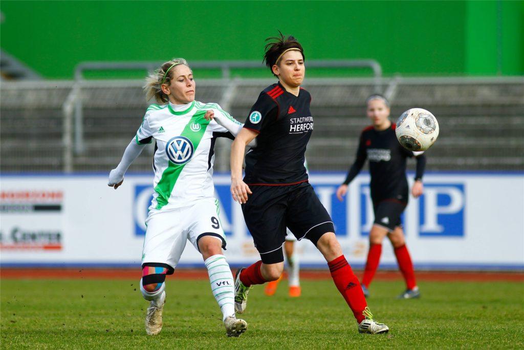 Nicu Burgheim (r.) war einst als Romina-Burgheim in der Frauen-Fußball-Bundesliga aktiv.