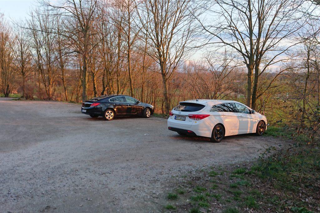 Am Parkplatz nahe der Abfahrt Bladenhorst finden sich lediglich Hundebesitzer und Nordic Walker. Am späteren Abend ist er völlig verwaist.