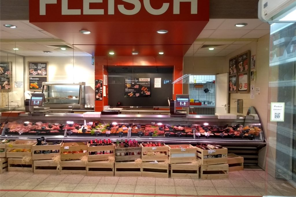 Auch die Fleisch- und Wursttheke bekommt ein neues Gesicht. Monitore sollen in Zukunft Artikel und Angebote für die Kunden präsentieren.