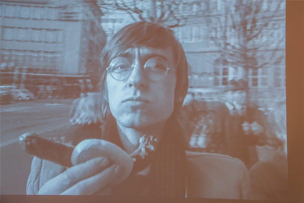 """Spaziergang mit Bratwurst - mit einem """"Selfie""""-Experimentalfilm sorgte Adolf Winkelmann 1967 in Kassel für Aufsehen."""