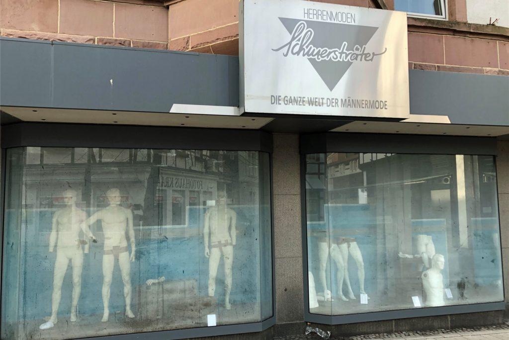 Das Herrenmoden-Geschäft Schmersträter an der Bonenstraße musste nach einem Wasserschaden geräumt werden.