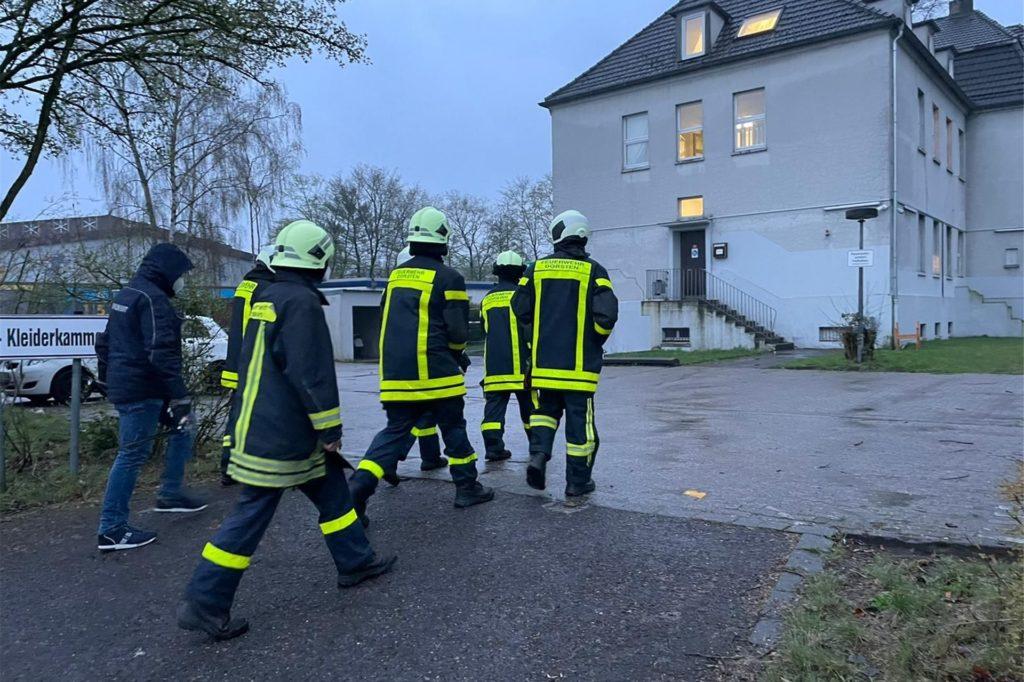 Die Feuerwehr sprach die Bewohner im Umkreis des Bombenfundortes an; an der Crawleystraße mussten die Bewohner vorübergehend ihre Bleibe räumen.