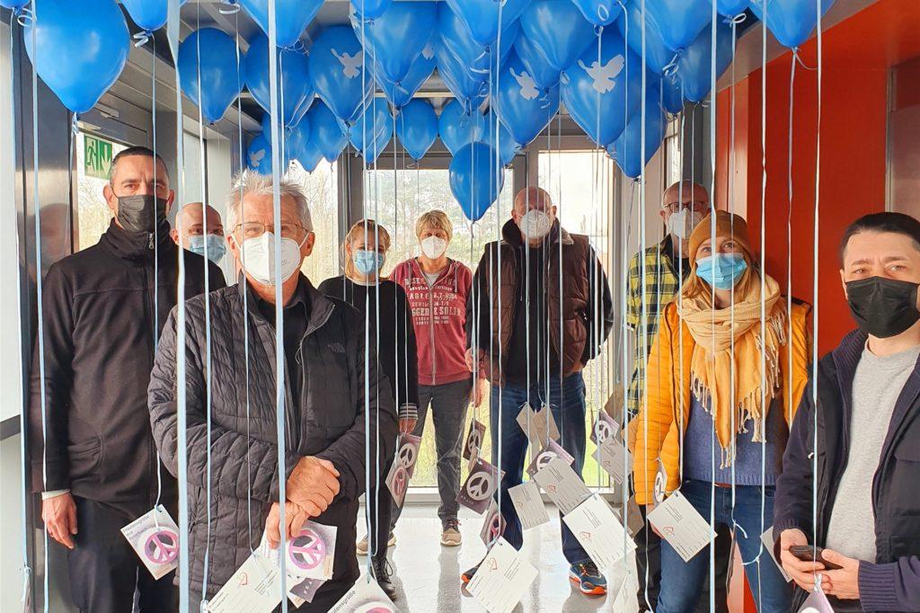 Das Organisations-Team hat die Ballons im Amtshaus vorbereitet.