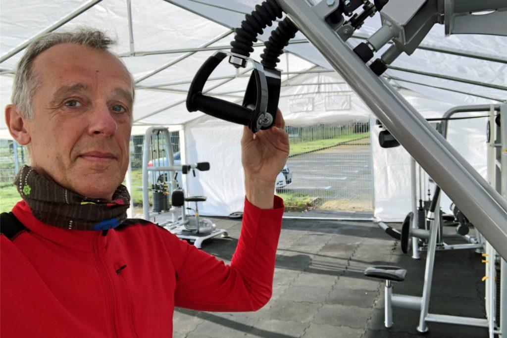 """RN-Redaktionsleiter Jörg Heckenkamp hat das """"Zelt-Training"""" am Mittwochmorgen ausprobiert."""