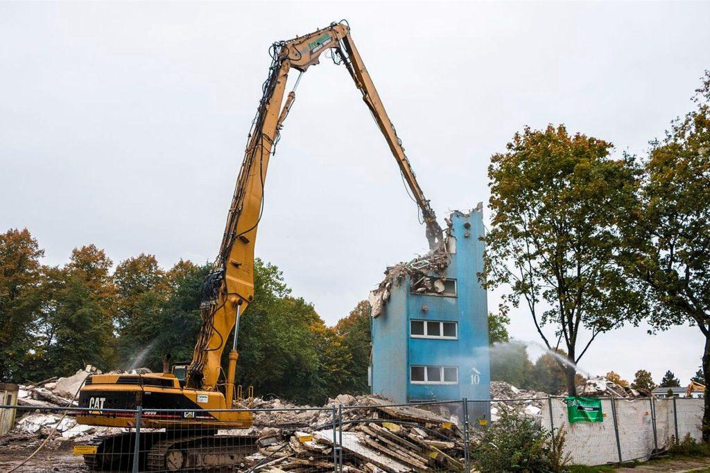 Daniel Konopka fotografierte den Abbruch von drei Hochhäusern an der Max-Reger-Straße in Marl mit einem CAT 5080.