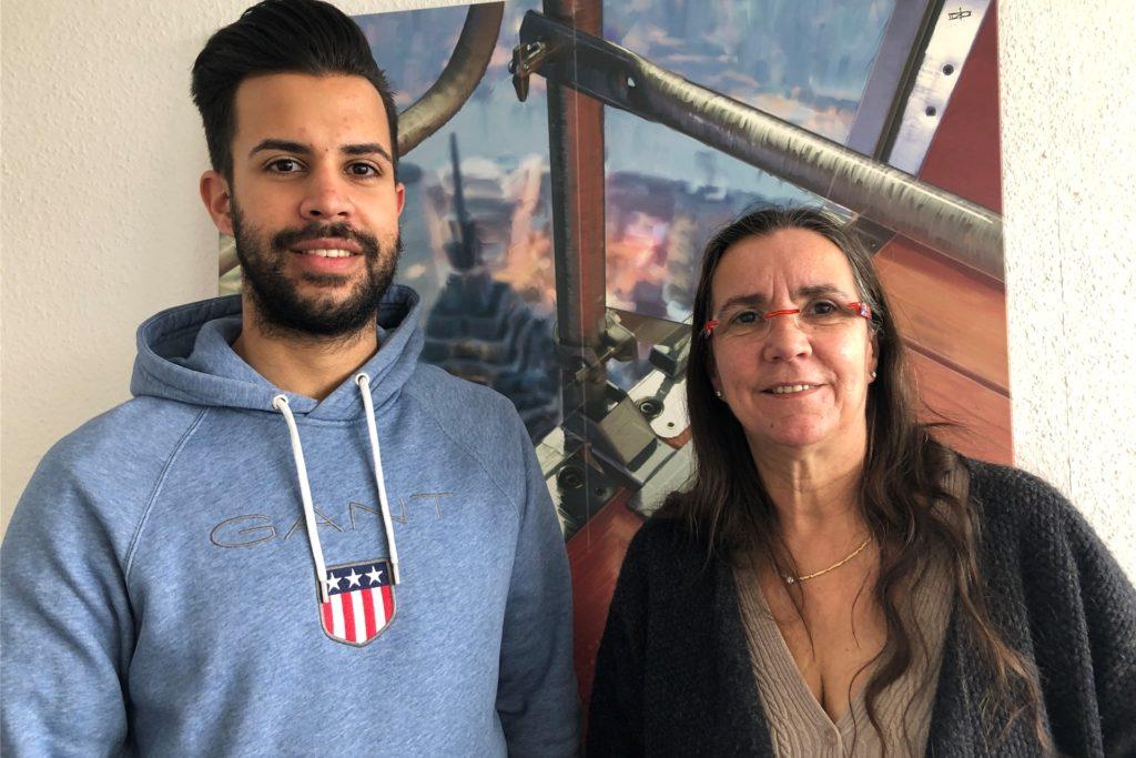 Christian und Carmen Bönninger, erklären, warum sie ein riesiges Anti-Rassismus-Plakat in der Nähe des Hauptbahnhofs aufgehängt haben.