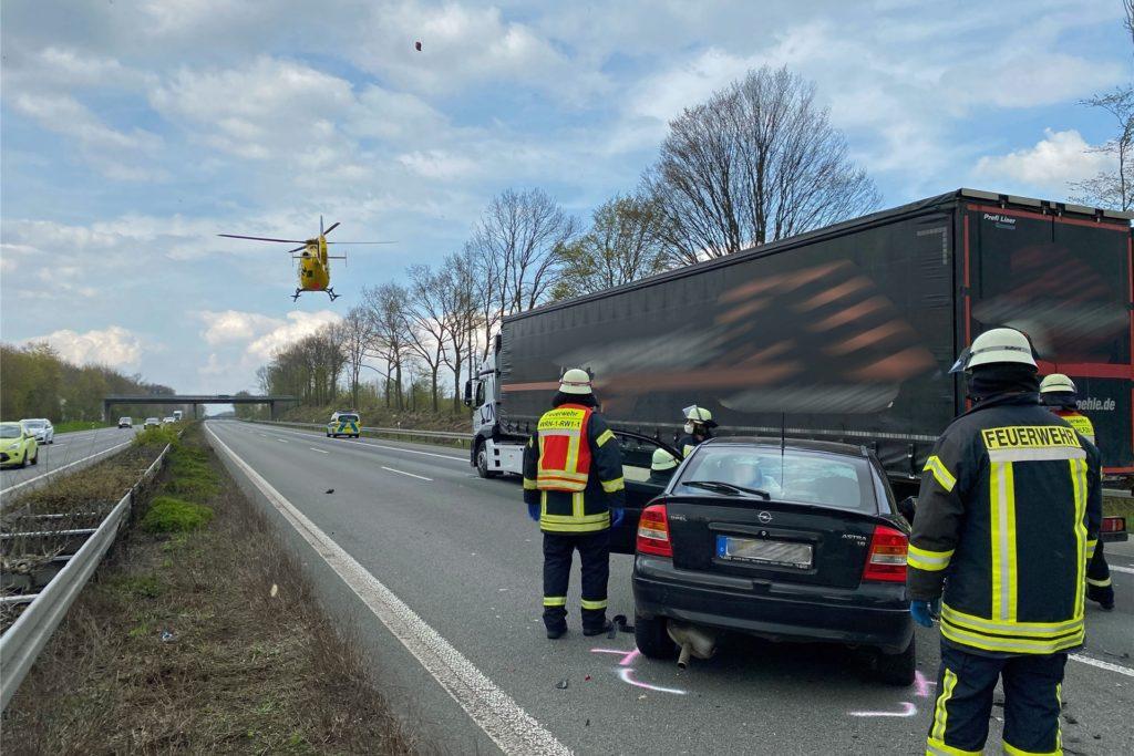Eine schwer verletzte Person musste mit dem Rettungshubschrauber in das Universitätsklinikum nach Münster geflogen werden.
