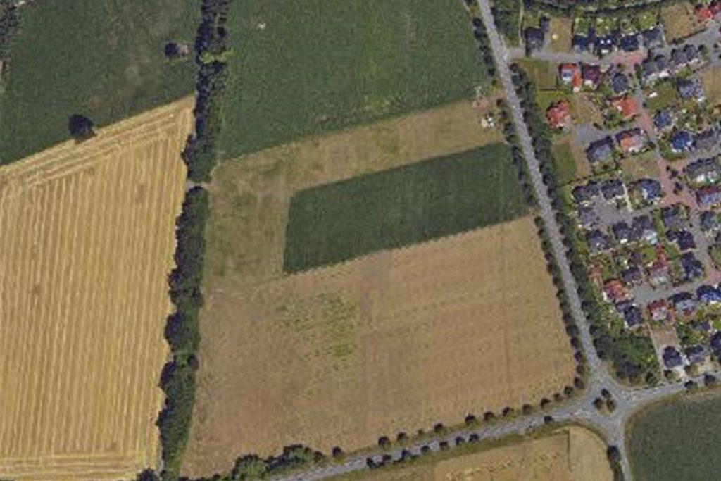 Zwischen Ahauser Damm, K45 und Ammelner Straße soll das Baugebiet Pfingsfeld entstehen. Vier Hektar der Fläche hat die Gemeinde bereits erworben.