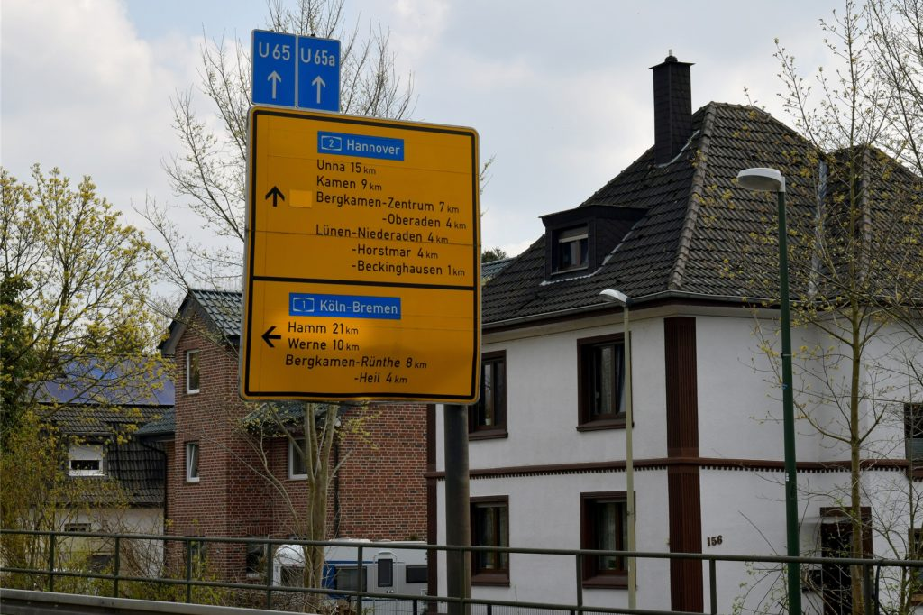500 Meter hinter dem ersten Hinweisschild sind es an der Einmündung Kamener Straße nur noch 21 statt 32 Kilometer.