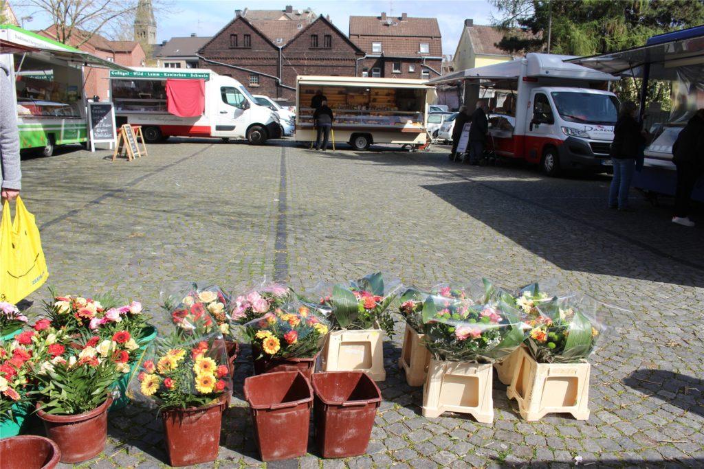 Die Zahl der Stände reichte am Donnerstag erstmals aus, um ein Quadrat zu bilden, einen in sich geschlossenen Wochenmarkt.