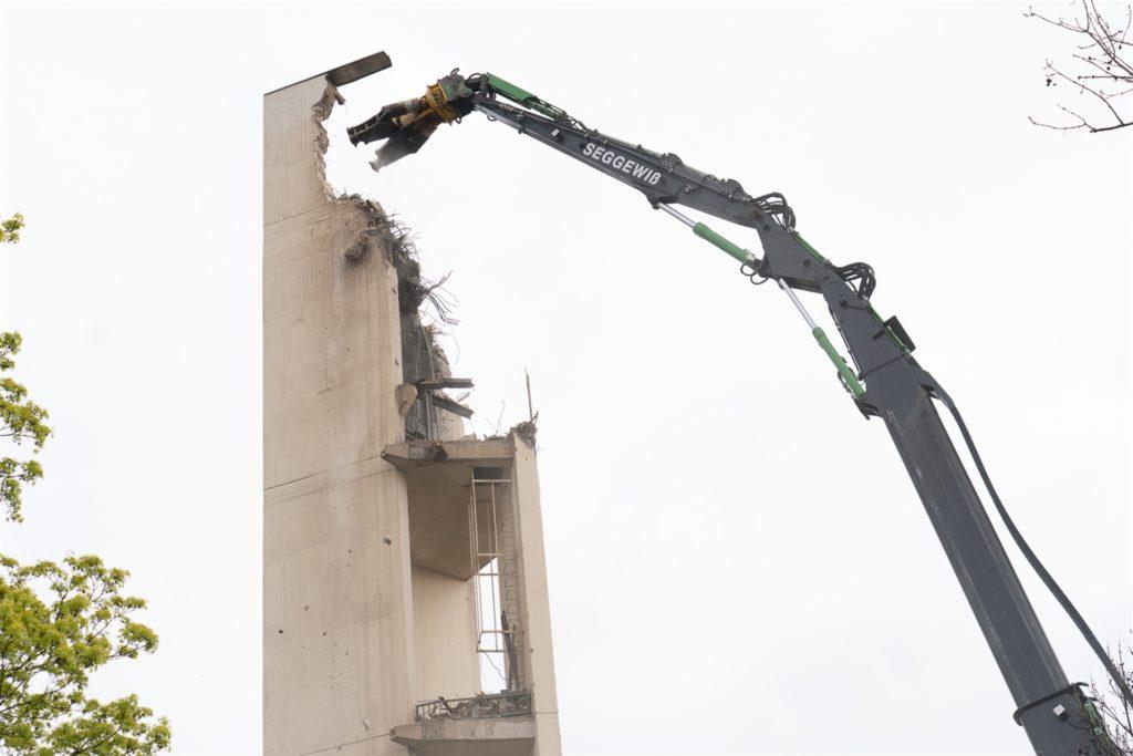 Der Abriss am Glockenturm der evangelischen Noah-Gemeinde geht weiter.