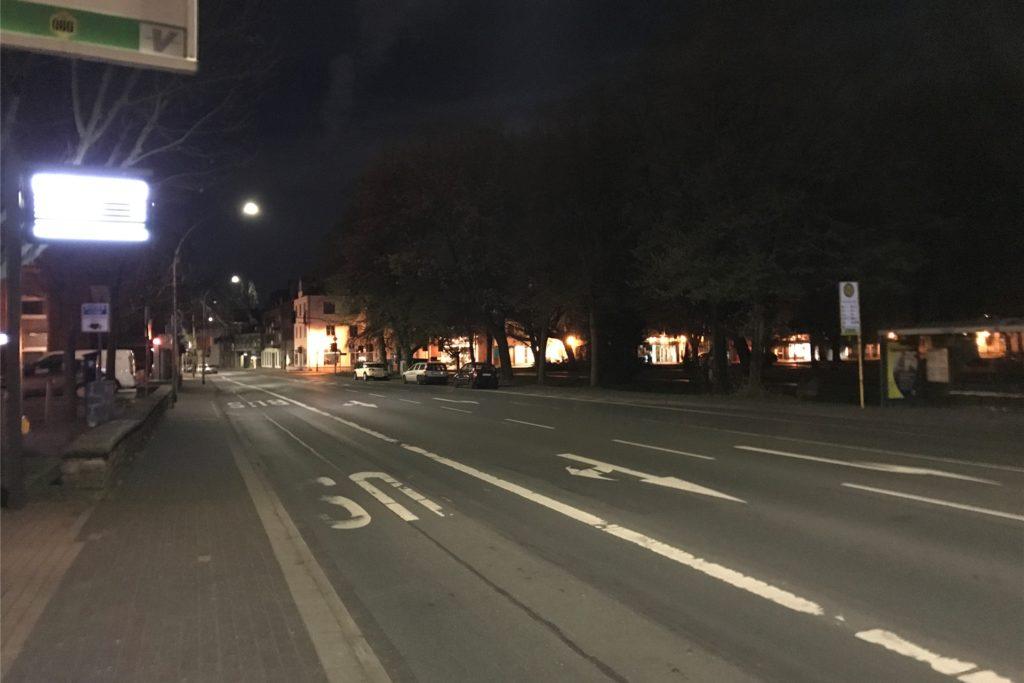 22 Uhr an der Rochfordstraße: Nur vereinzelt sind Autos zu sehen.