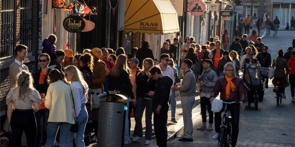 Mit den Lockerungen darf die Gastronomie den Außenbereich zwischen 12 und 18 Uhr für eine bestimmte Zahl von Gästen wieder öffnen.