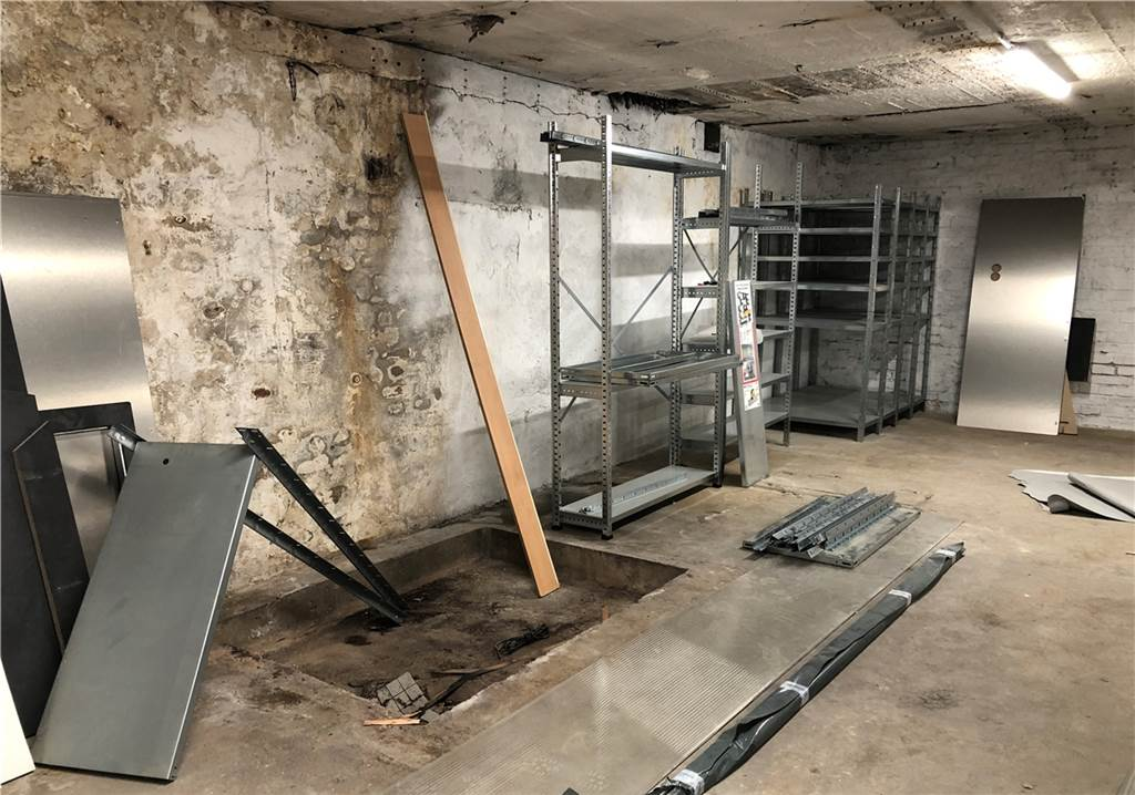 Der Keller erzählt noch von der Vergangenheit als Glasbläserei.