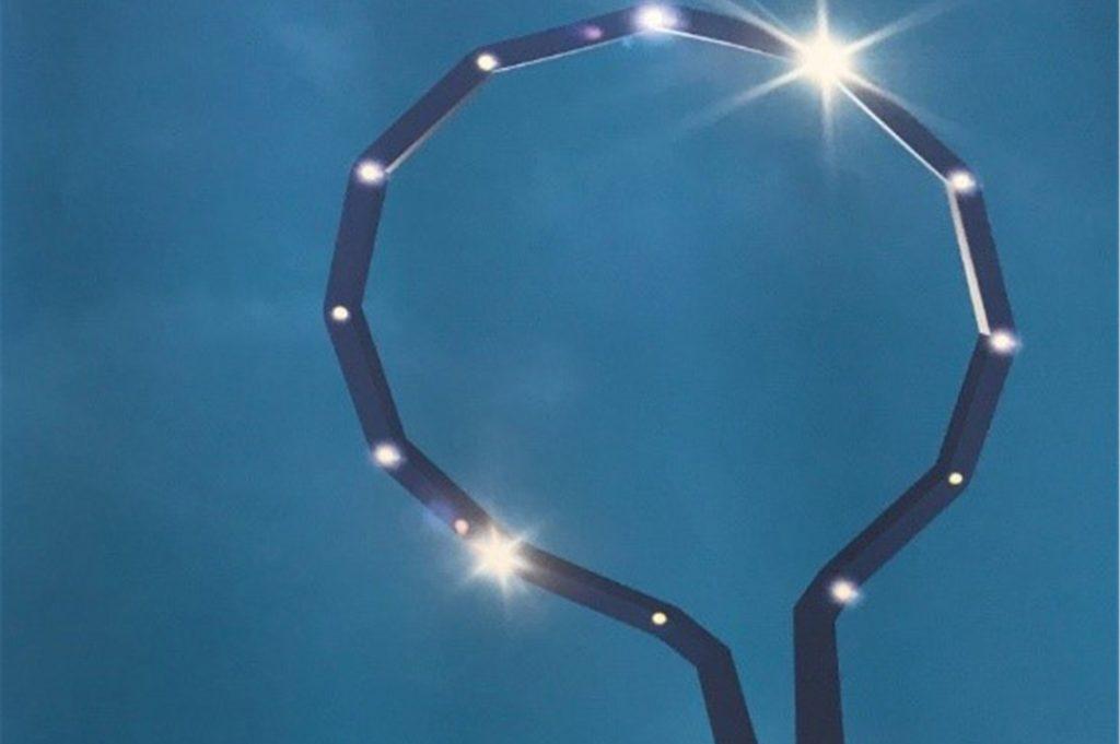 Sternenfunkeln auch am Tag: Die Energie bekommt das Lichtkunstwerk von der Sonne.
