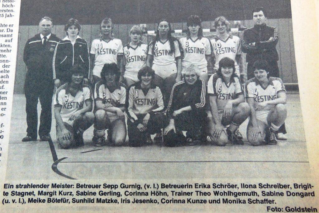Die Meistermannschaft des VfL Brambauer mit Trainer Theo Wohlgemuth (oben rechts).