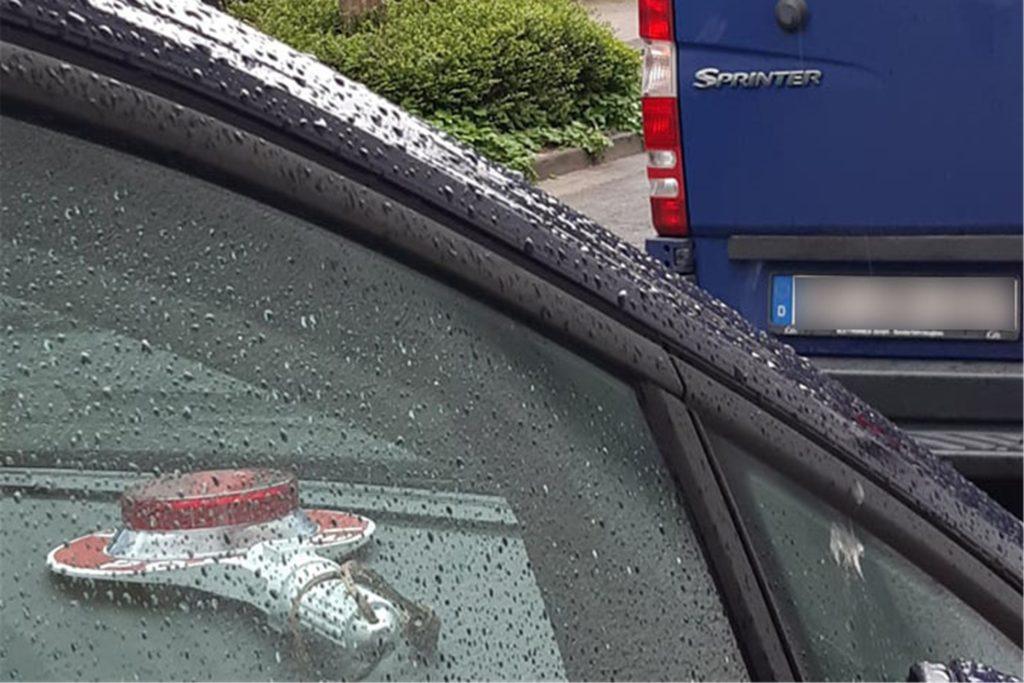 Etliche Einsatzfahrzeuge der Polizei standen am Mittwochmorgen in der Eintrachtstraße. Die Kripo aus München hatte einen Einsatz gegen mutmaßliche Mitglieder einer Schleuserbande.