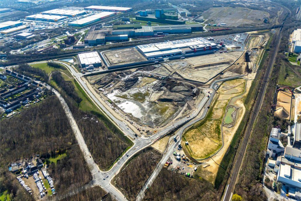 Auf dem Gelände der früheren Sinteranlage entsteht neben dem Rewe-Zentrallager (Bildmitte oben) ein Logistikpark der Firma Prologis. Einer der ersten Nutzer wird Amazon sein.