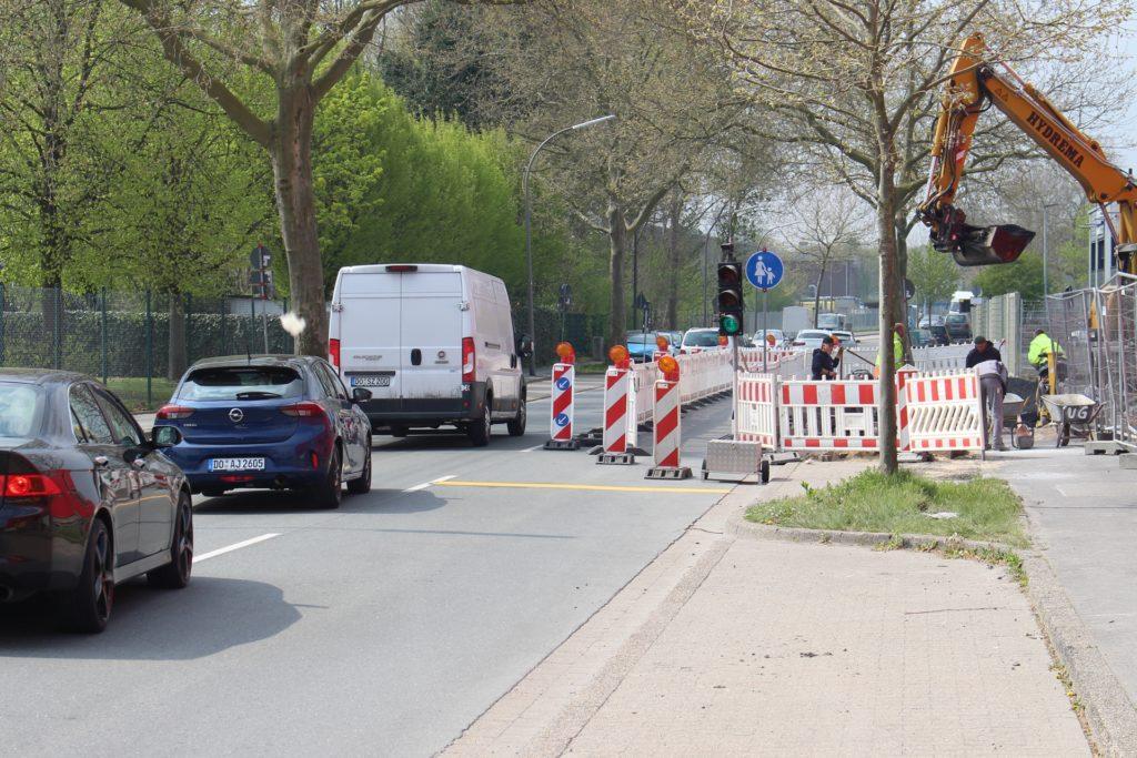 Die Germaniastraße wird wegen einer Konferenz auf eine Spur verengt.
