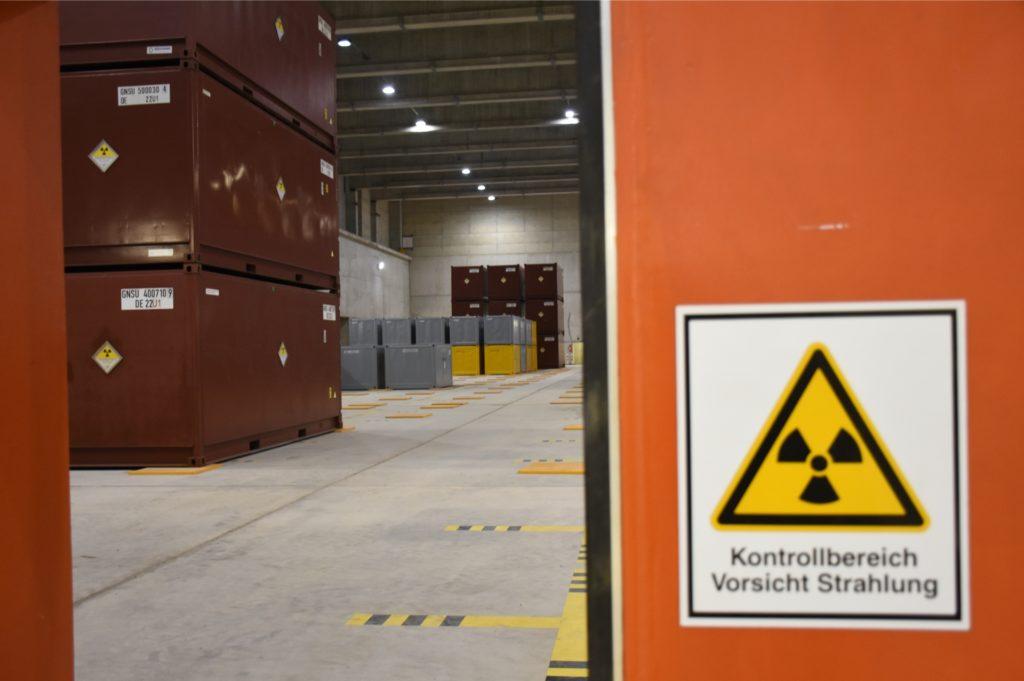 Die schwach- und mittelradioaktiven Abfälle lagern in Container in einem speziell gesicherten Kontrollbereich.