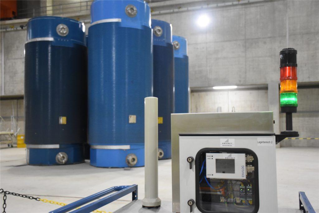 In der Halle wird dauerhaft die Strahlung gemessen. Sie liegt im Schnitt bei 0,5 Mikrosievert pro Stunde.