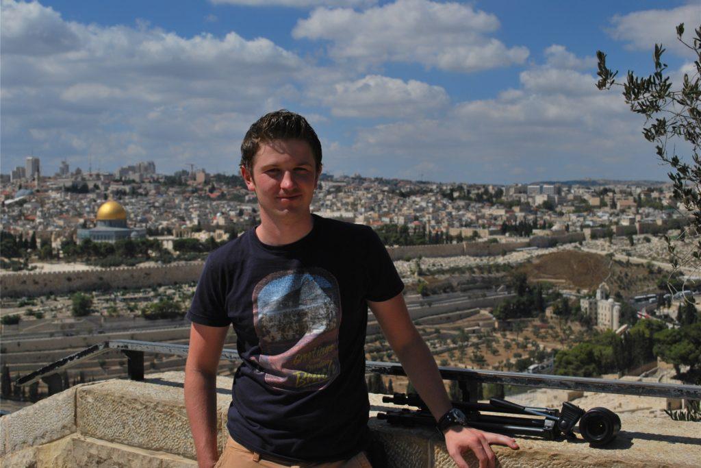 Fotograf und Journalist Sebastian Reith, hier bei einem Israel-Besuch im Jahr 2013, lieferte die Fotos für ein Bildband zu Klöstern in Israel und Palästina.