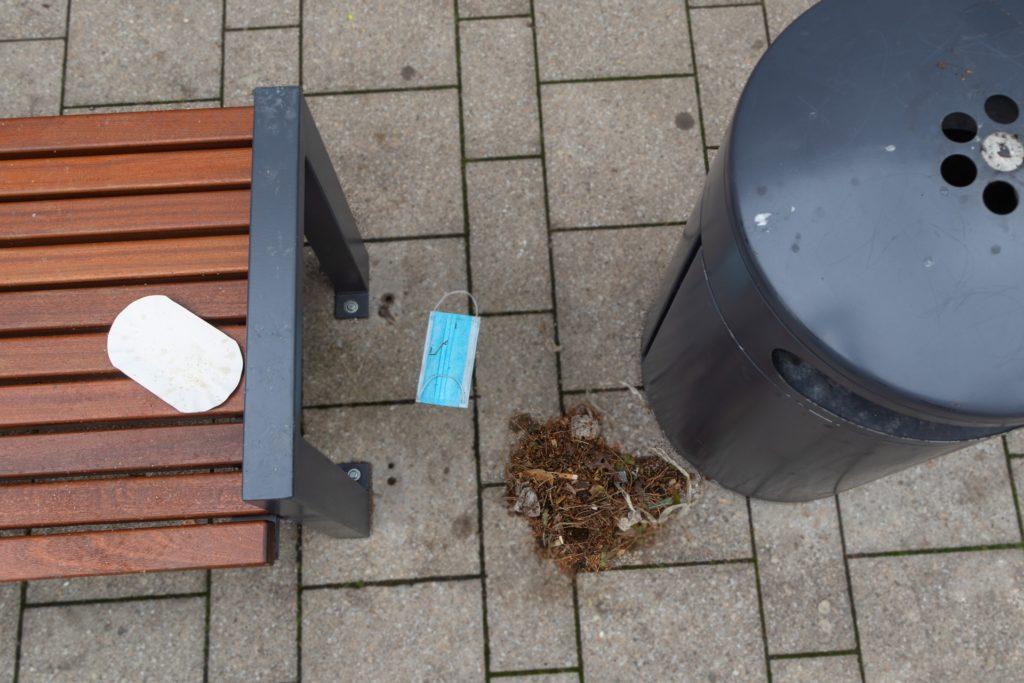 Hinterlassenschaften wie Pommes-Schalen seien nichts ungewöhnliches auf der Sitzbank der Eschstraße.