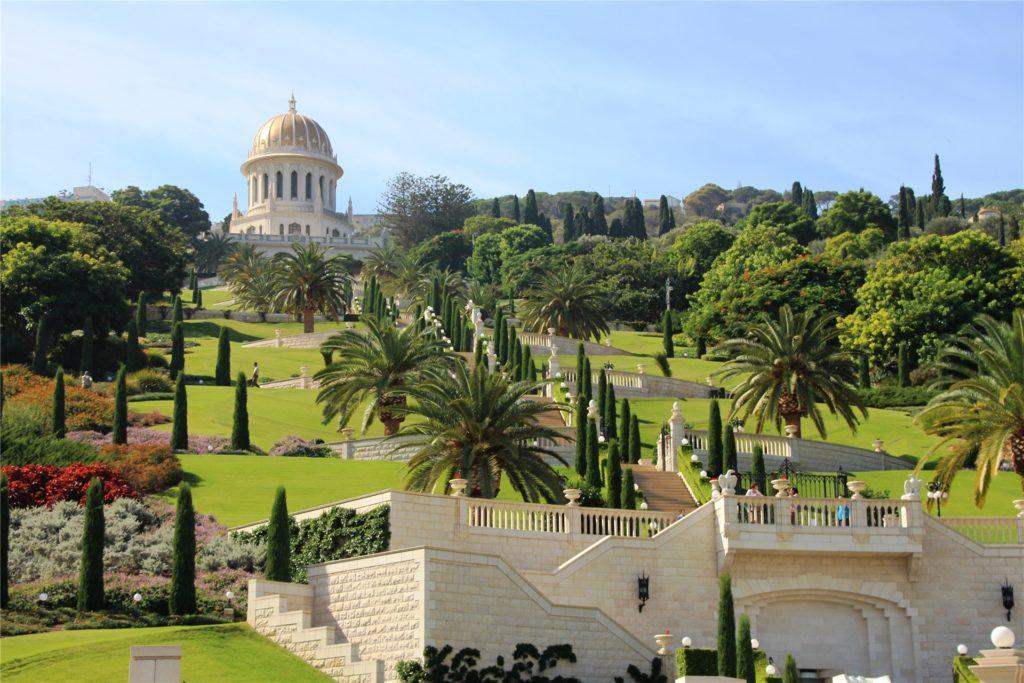 Blick auf die Bahai-Gärten und den Tempel.