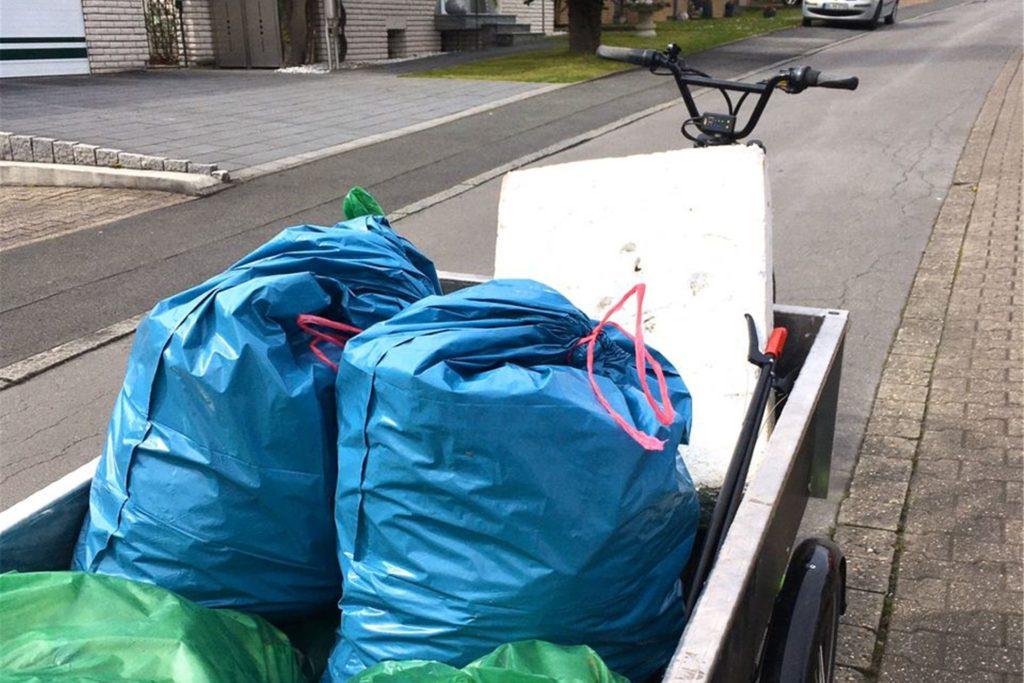 Das umweltfreundliche Mülltaxi im Einsatz.