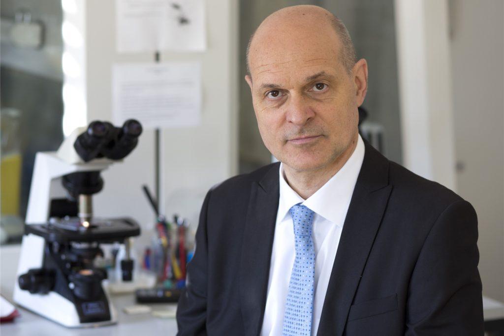 Peter Kremsner, Direktor des Instituts für Tropenmedizin an der Universitätsklinik Tübingen, hat in den vergangenen Monaten Hunderten Probanden den neuen Impfstoff von Curevac geimpft.