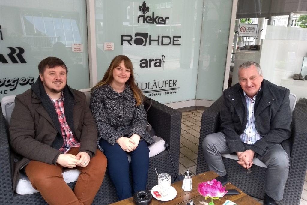 Von links: Andreas Schütte, Sarah Schütte und Martin Pausch sind froh, sich wieder draußen treffen zu können und nicht nur online wie in den vergangenen Monaten.