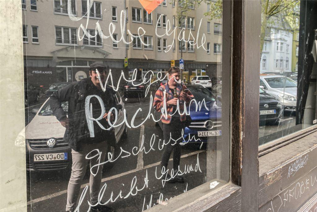 """""""Wegen Reichtum geschlossen"""" - Die Dortmunder Wirte verlieren ihren Humor auch in der Krise nicht."""