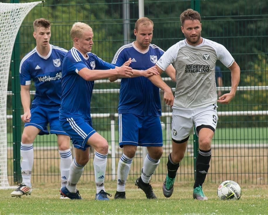 Florian Glaw (l.) hatte sich schon darauf eingestellt, mit dem Fußballspielen endgültig aufzuhören.