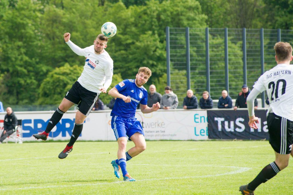 Luca Steinfeldt (l.) spielte ein Jahr lang für den TuS Haltern am See, ehe er zu RW Ahlen wechselte.