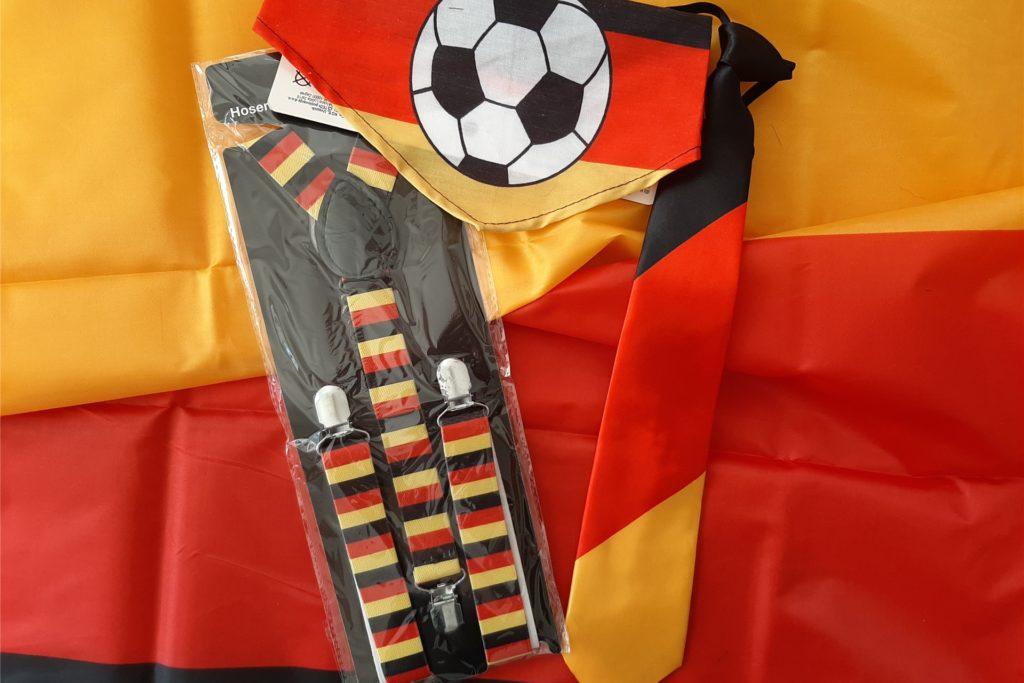 Schon mit einfachsten Accessoires kann ein Fan-Outfit entstehen, ohne dabei schon wieder auf die Hawaii-Kette in Deutschland-Farben zurückgreifen zu müssen.