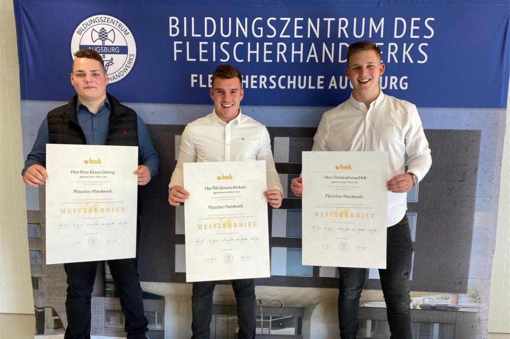 Kaum die Ausbildung beendet und schon Handwerksmeister: Peter Gebing, Till Beckers und Christopherus Holt zeigen stolz ihre Meisterbriefe.